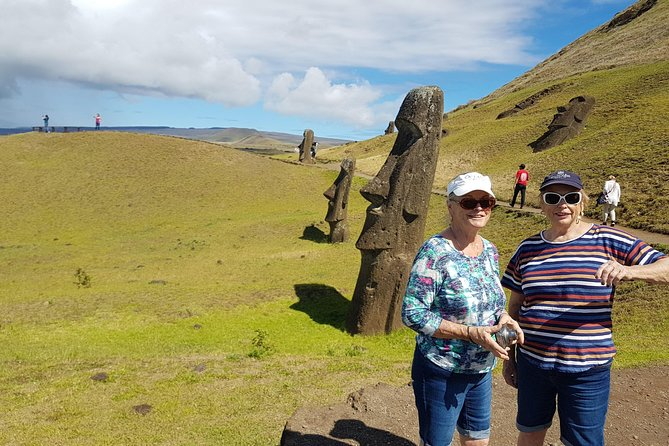 "Full day tour: ""Discover the Moai"""
