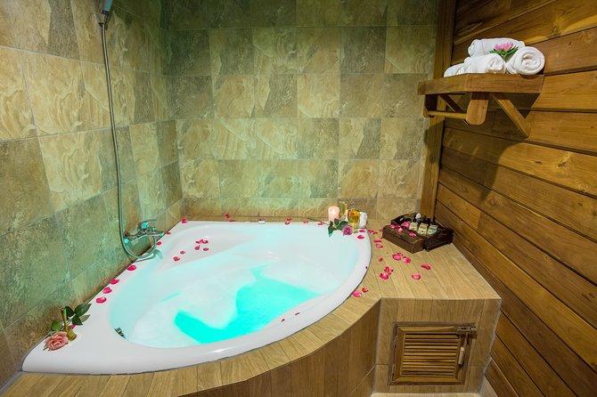 Jacuzzi bubble bath for spa paclage program
