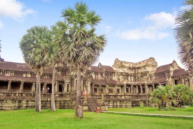 Taprohm and Angkor Wat Half day