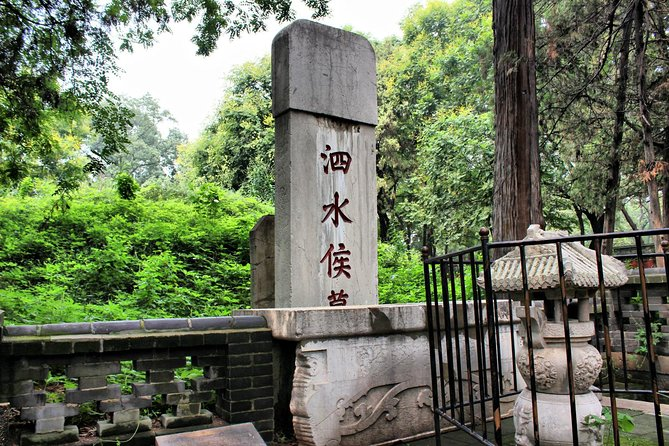 Private Qufu Day Tour from Beijing by Bullet Train: Confucius Temple, Family Mansion and Cemetery photo 3