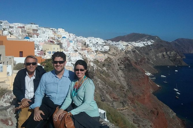 Trails of Atlantis: Marvels of Ancient Akrotiri and Vistas of Oia Town