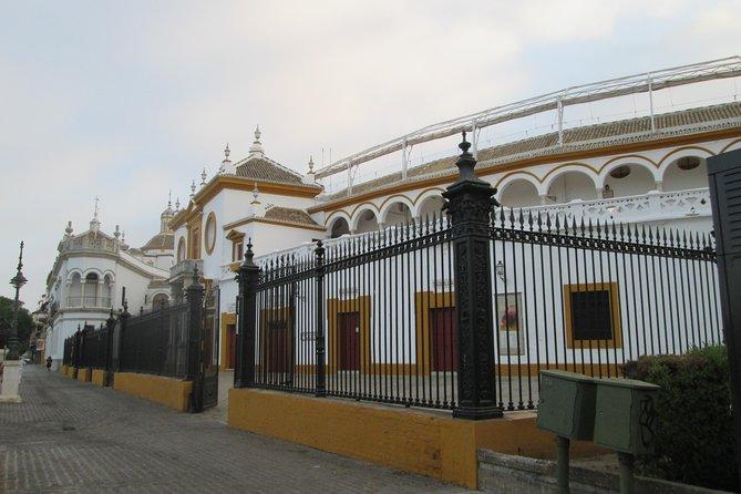 Private Alcazar tour + Cathedral + River walk + Triana