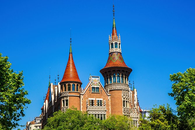 Skip the Line: Casa de les Punxes Direct Entry Ticket in Barcelona