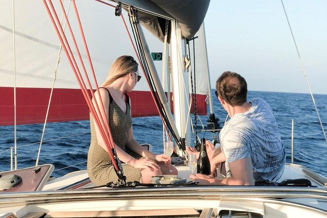 2 Hours Private Sailing Tour for Family and Friends