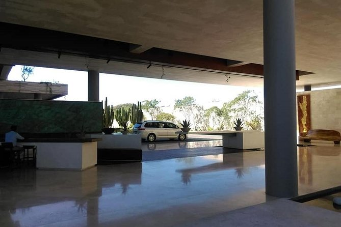 Roundtrip transportation Airport to the hotels Corridor & puerto los cabos Z 2