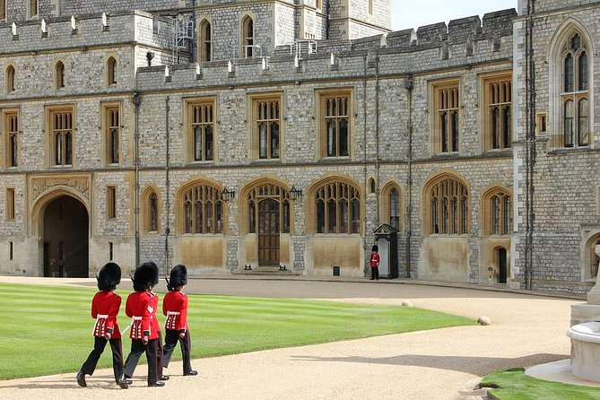 Layover Royal Windsor Private Tour from LHR for up to 8 travellers photo 3