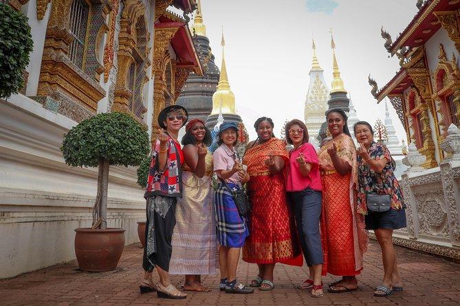 Chiang Mai Net Red and Blue Temple Punch + Seafood Buffet + Warolo Market + Women's Prison Massage + Chiang Mai University + Shemale Show Day Tour [Hotel Transfer]