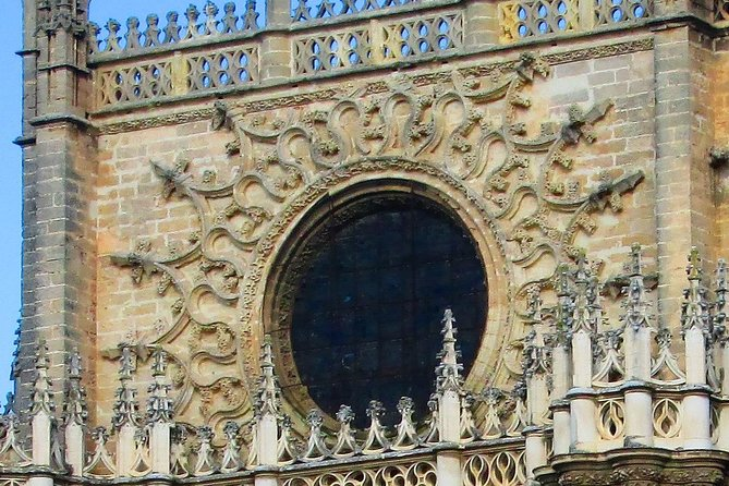 Private Alcazar Tour + Cathedral + Plaza Esp. + M. Luisa Park