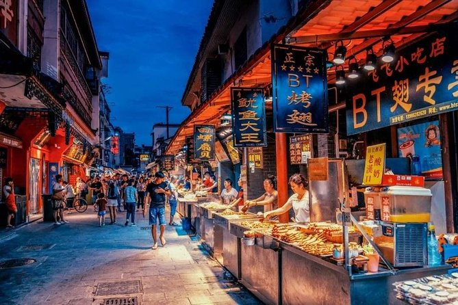 Half day private tour to Yellow crane tower and night market snack food in Wuhan
