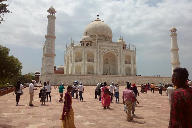Private tour of Taj Mahal, Fort, Sikri by Shatabdi express train