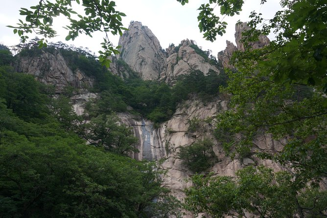 2-days: Mt Seorak, East Sea & Nami or Ulsanbawi Hiking from Seoul [All Included]