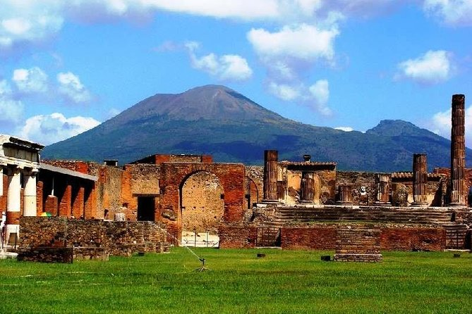 Private guided tour: Pompeii & Amalfi Coast - Skip The Lines with Expert guide