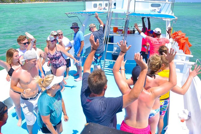 Paradise Boat VIP Snorkeling and Party + Shopping Tour Punta Cana photo 8
