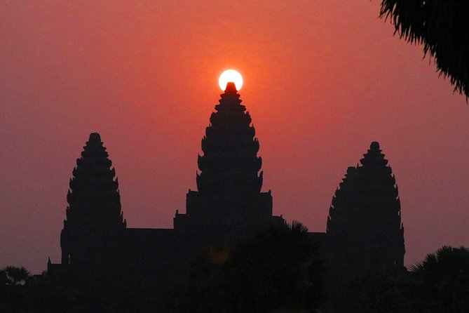 Visit Angkor Wat at Uncrowded time from Sunrise