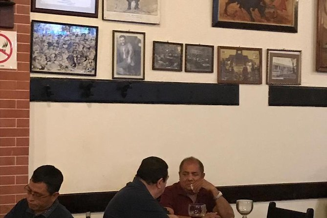 Drink a beer in the place where che Guevara use to drink El Portalito