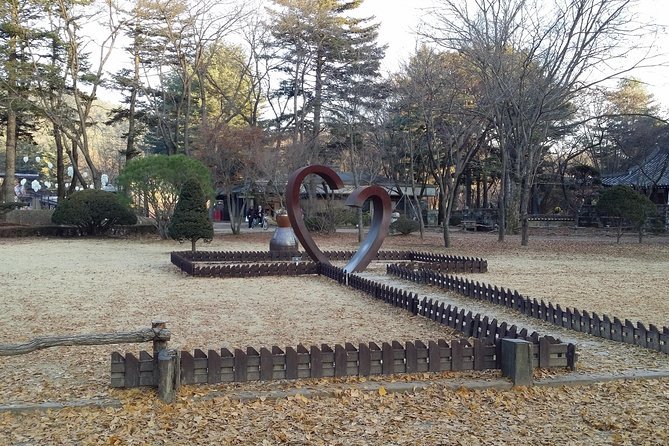 2 Day Essential Tour-Nami Island,Petite Fr. and Mt.Seorak(Inc. Accom. & 4 Meals) photo 12