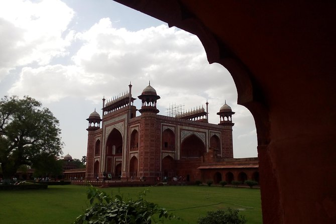 Taj Mahal,Agra Fort Trip from Delhi by Gatimaan Express Train