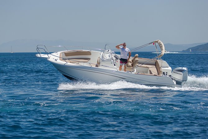 Private boat tour skippered by a local expert - fully customizable