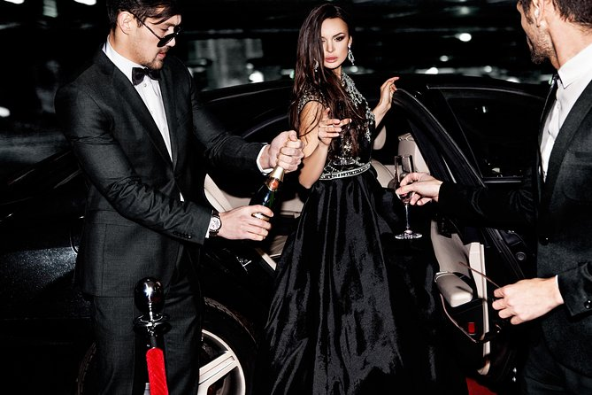 Luxury Movie World Transfers To and From Brisbane CBD Hotel for up to 7 ppl