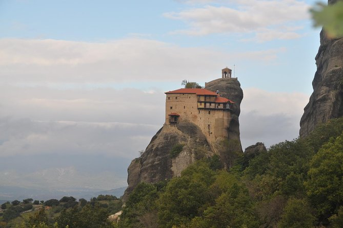 Hiking in magnificent Meteora photo 7