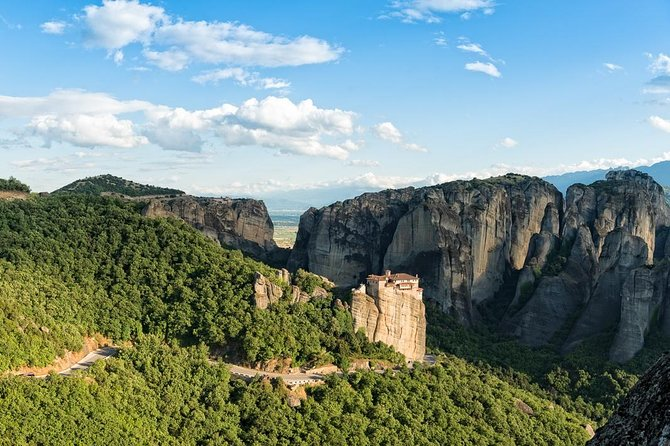 Hiking in magnificent Meteora photo 4
