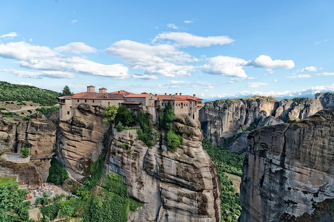 Hiking in magnificent Meteora photo 6