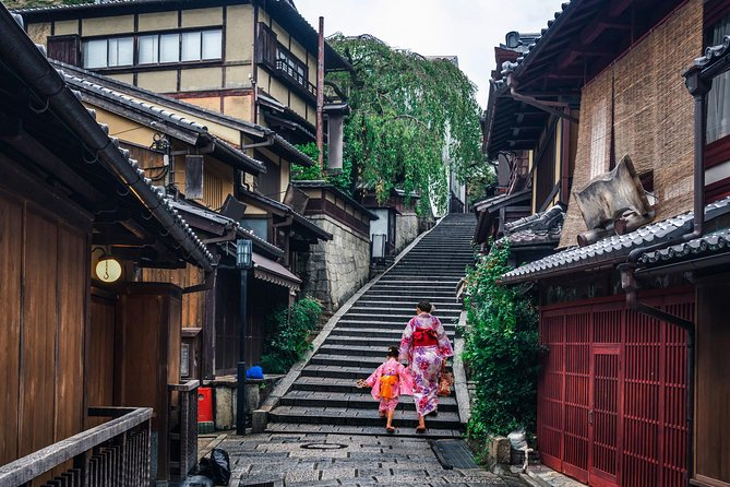Family day in Kyoto with a local: private & personalized