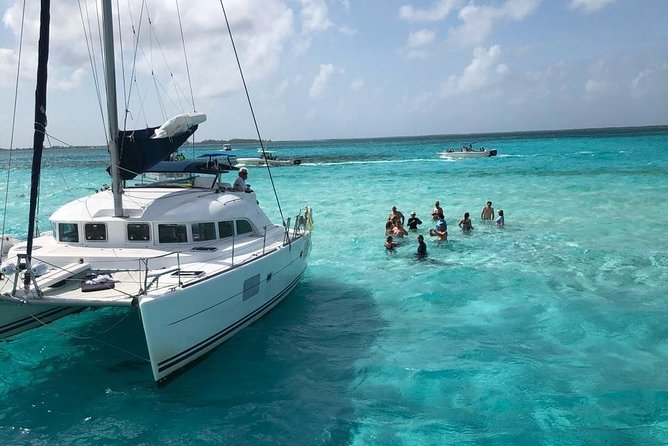 Enjoy a wonderful day visiting Isla Mujeres (snorkel, buffet, drinks included)
