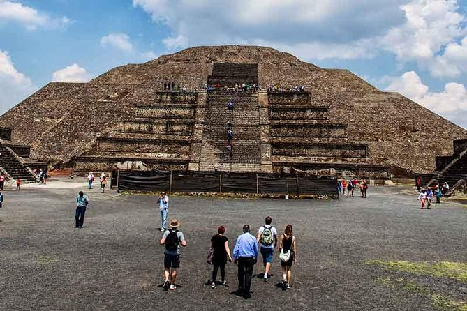 Thrifty combo 2 Days visiting Basilica of Guadalupe, Pyramids, Cuernavaca, Taxco photo 11