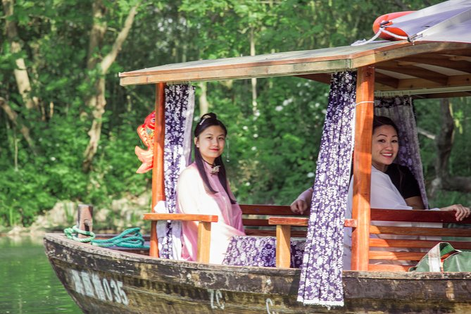 1-day Chinese Cosplay, Tea Ceremony & Shaded Stream Boating at the Xixi Wetlands