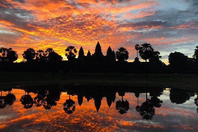 Private Sunrise Angkor Small Tour
