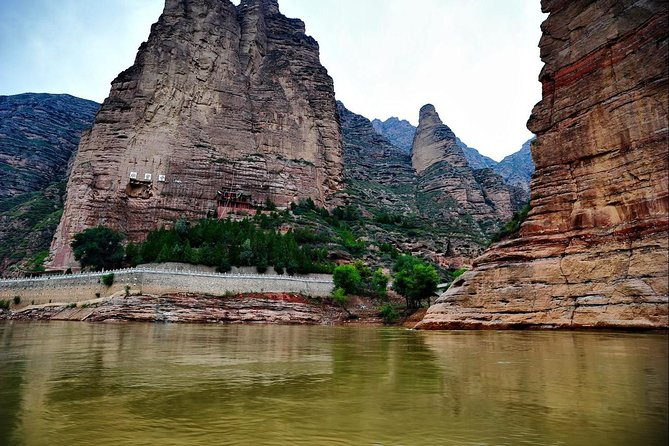 Lanzhou Private Round Trip Transfer to Liujiaxia and Bingling Temple photo 3
