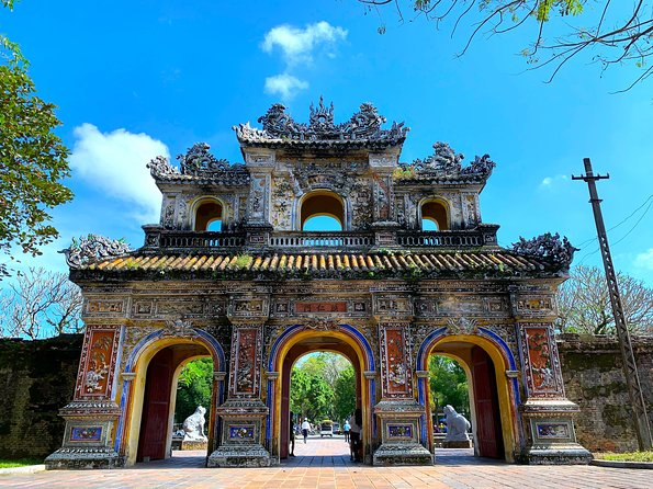 Full-day Visit Hue Citadel from Hoi An by Sharing Bus