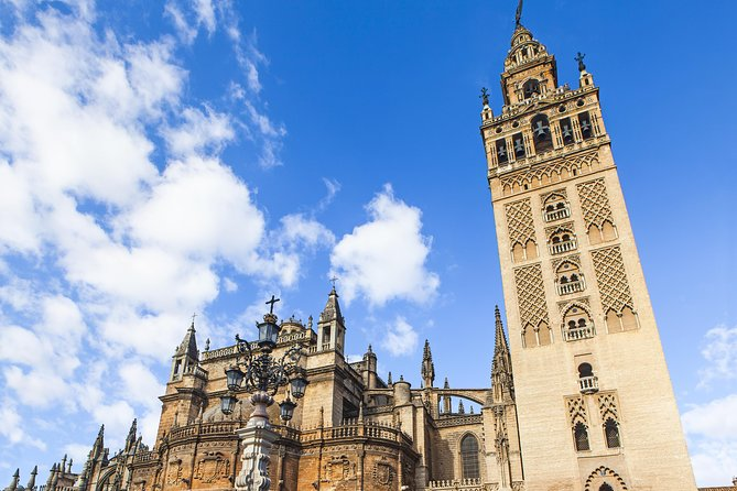 Seville: Cathedral & Giralda Guided Tour with Tickets (Priority Access)