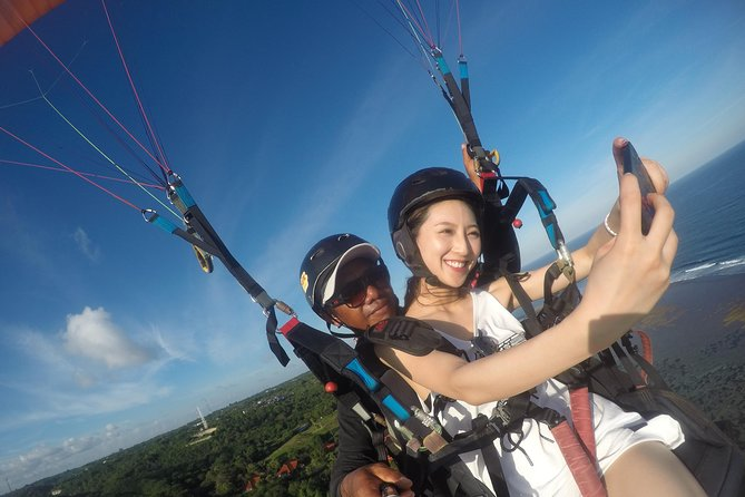 15 minutes Bali Paragliding Tour online ticket with free Photo/videos footage