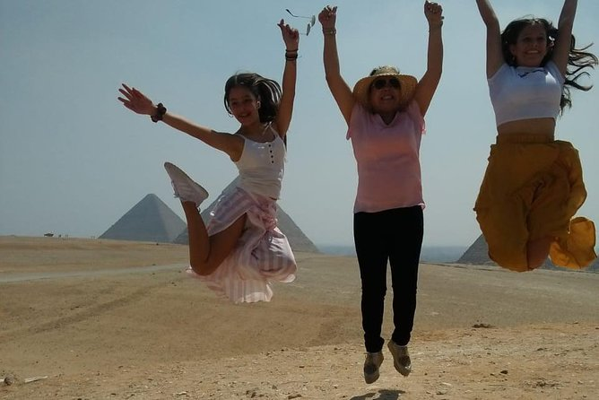 Daily tour to Giza pyramids for layover passengers