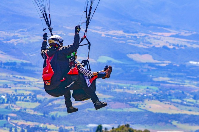 Private paragliding tour in Sopó village from Bogotá. Includes ride and lunch.