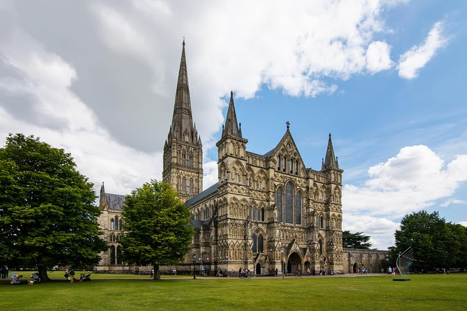 Salisbury and Magna Carta Private Tour from Southampton
