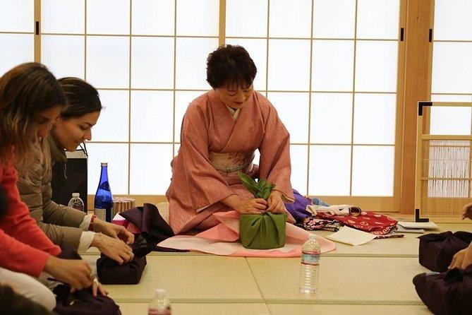Furoshiki experience in Kyoto MAIKOYA