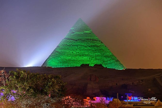 The pyramids of Giza show sound and light at night