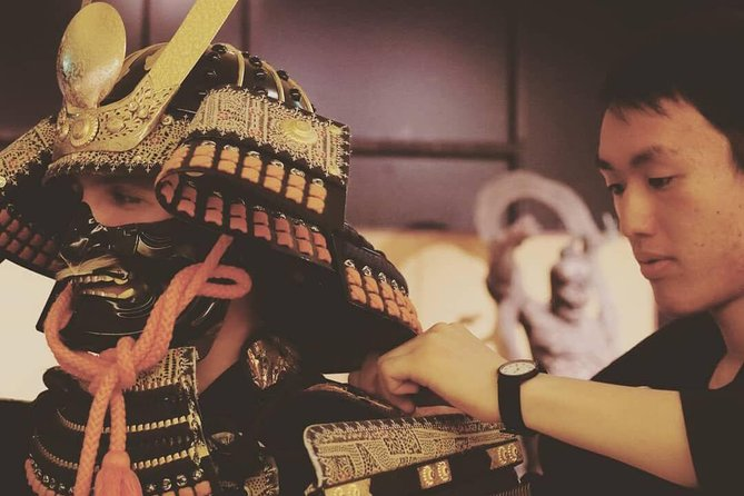 Bær en samurai rustning i en samurai studio Kyoto