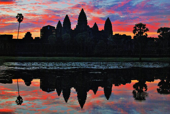 Full-Day Sunrise Exploring the amazing Temples and Cambodian Community Life