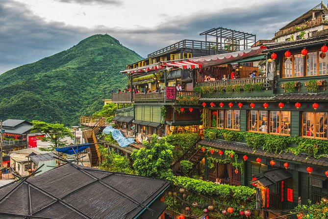 Private Jiufen & Pingxi Day Tour with English-Speaking Guide