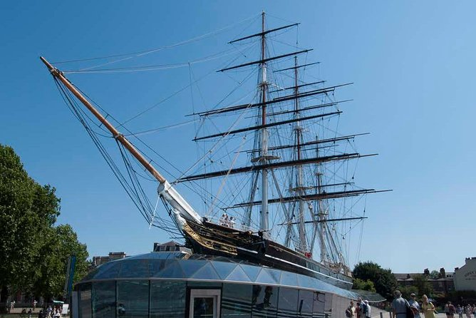 Combi Ticket: Westminster Walking Tour, River Cruise & Cutty Sark Entry