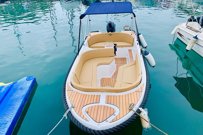 Boat rental without a licence Mareti half day