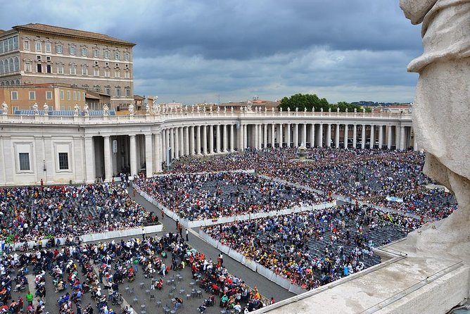 Private tour in Rome: Vatican, Fountains and Squares with lunch and transfers
