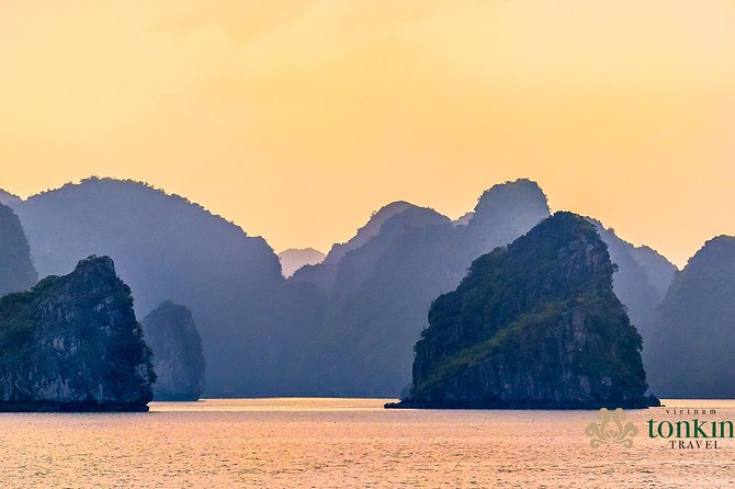 Halong bay luxury cruise 2D/1N: Kayaking, Swimming, Titop island & Surprise cave