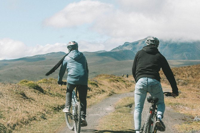 Cotopaxi National Park Hiking and Biking Tour Including Lunch