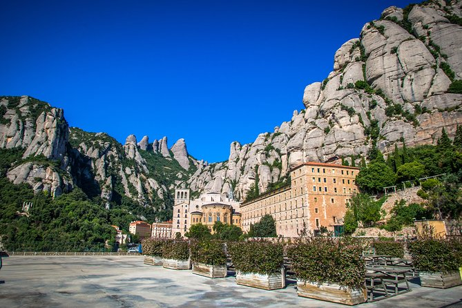 Montserrat Small Group Tour with Sagrada Familia Direct Access and Audioguide