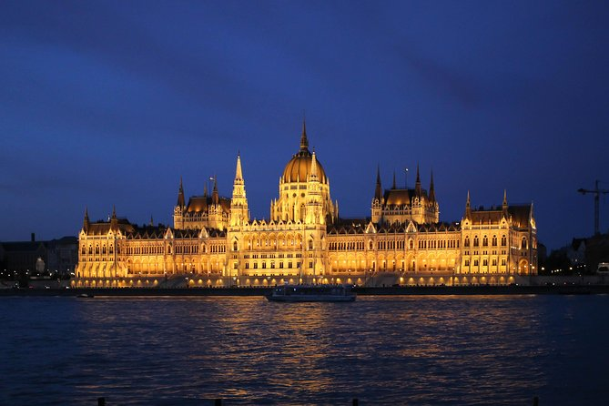 Budapest Danube River Evening Sightseeing Cruise by Legenda City Cruises photo 2